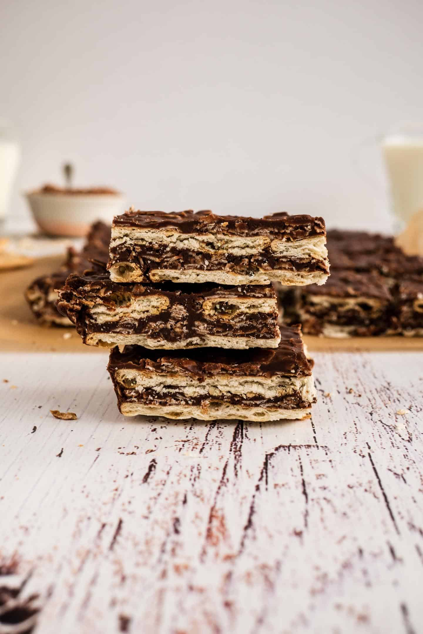 Melted chocolate and oats in layers of crackers, an absolute classic of many Argentinians' childhood.