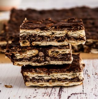 Oats and chocolate turron or bars, delicious and easy snack