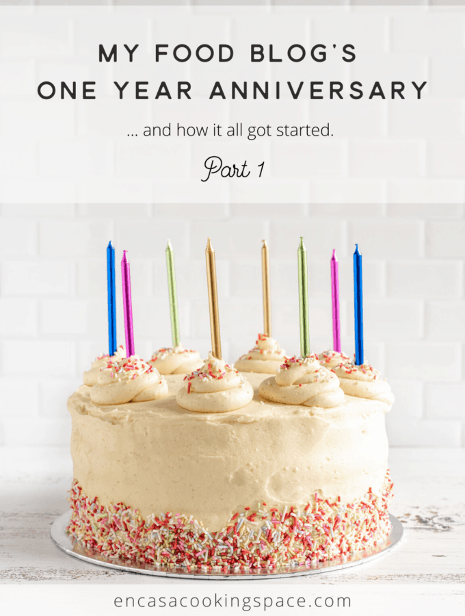 En Casa Blog's One year Anniversary with a vanilla cake in the background and some multicolor candles